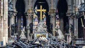 La respuesta viral a por qué no se quemó la cruz de Notre Dame