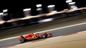 Vettel pilotando en los Libres2 en Shakir