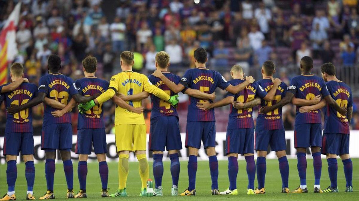 Vídeo resumen: El emotivo minuto de silencio en en el Camp Nou