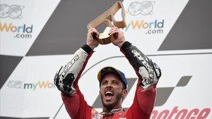 Andrea Dovizioso (Ducati) gana a Marc Márquez en la última curva en un increíble final en el GP de Austria.