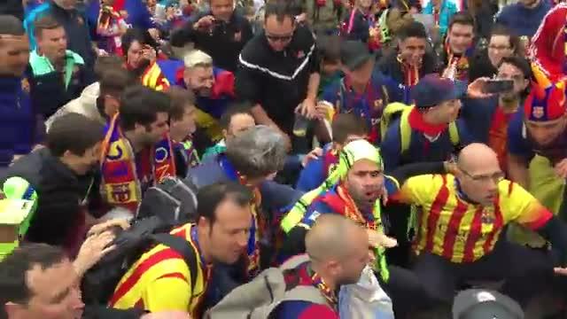 La afición del Barça calienta motores en el centro de Madrid
