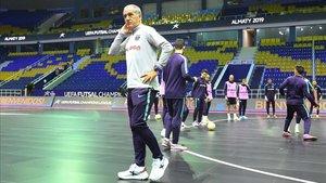 Andreu Plaza, durante un entrenamiento este miércoles en el Almaty Arena