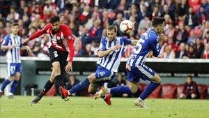 Athletic y Alavés se ven las caras en un derbi vasco marcado por las urgencias