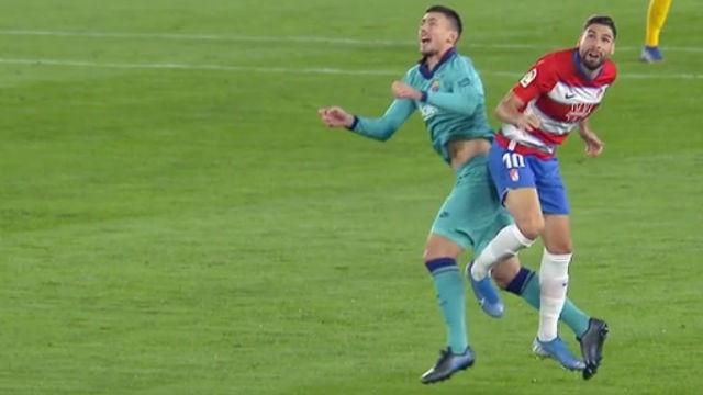 El Barça reclamó una posible falta en el primer gol del Granada