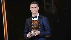 Cristiano Ronaldo recibió su quinto Balón de Oro