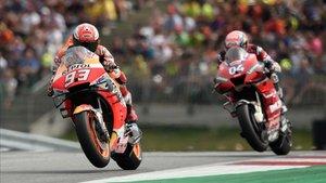 Dovi persigue a Márquez en el GP de Austria