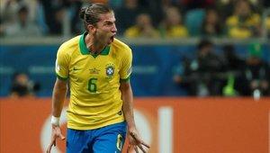 Hinchas brasileños insultaron a Carlos Lampe
