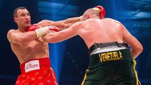 Klitschko, en un combate con Tyson Fury en 2015