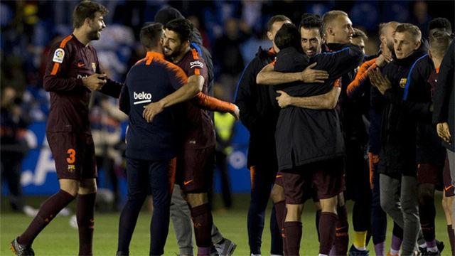 LALIGA | La celebración del Barça sobre el césped de Riazor