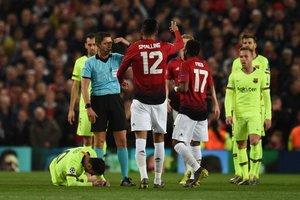 Leo Messi sangró por la nariz y sufrió un fuerte golpe en el párpado tras el choque con Smalling durante el partido de ida de cuartos de final de Liga de Campeones entre el FC Barcelona y el Manchester United.