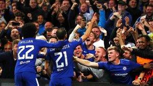 Los aficionados del Chelsea celebrando un gol