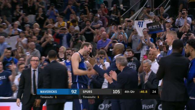 Los Spurs tumban a los Mavericks en el adiós de Nowitzki