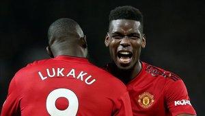 Lukaku y Pogba celebran un gol