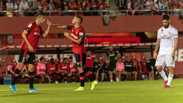 El Mallorca regala el liderato al Barça