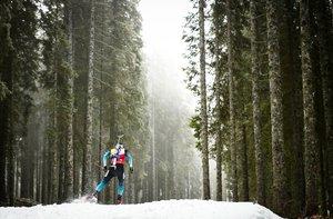 Martin Fourcade de Francia compite para ganar la competencia individual masculina de 20 km en Pokljuka, en los Alpes Julianos en el noroeste de Eslovenia.