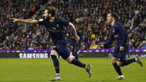 Nacho celebra el gol que sitúa al Real Madrid líder en solitario de LaLiga Santander