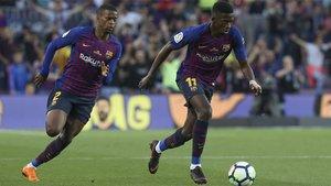 Nelson Semedo se desdobla mientras Ousmane Dembélé avanza con el balón en el Barça-Real Sociedad de LaLiga 2017/18