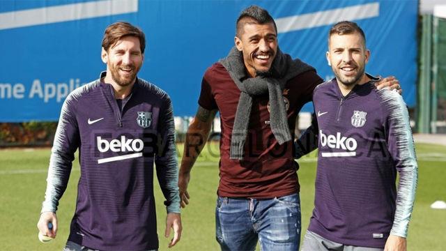 Paulinho visitó a sus excompañeros en el entrenamiento de este miércoles