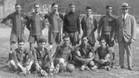 El primer Barça que jugó en San Sebastián un partido oficial, el 20 de abril de 1919 (cuartos, vuelta, de Copa). Arriba, de izquierda a derecha, Blanco, Reguera (capitán), Costa, Lluís Bru, Torralba, Sancho y Greenwell (entrenador). Abajo, mismo orde