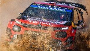 Tanak durante la primera jornada del Rally de Italia