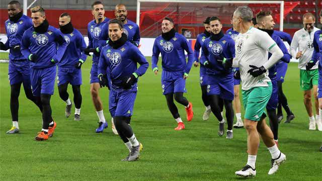 Último entrenamiento del Betis antes de jugar contra el Rennes
