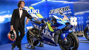 Àlex Rins, de etiqueta junto a su Suzuki
