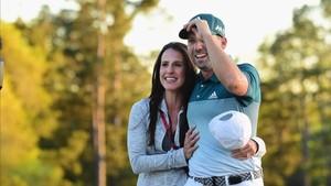 Angela Akins y Sergio García se convirtieron en padres en Texas