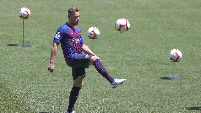 Arthur se viste de corto y pisa por primera vez el Camp Nou