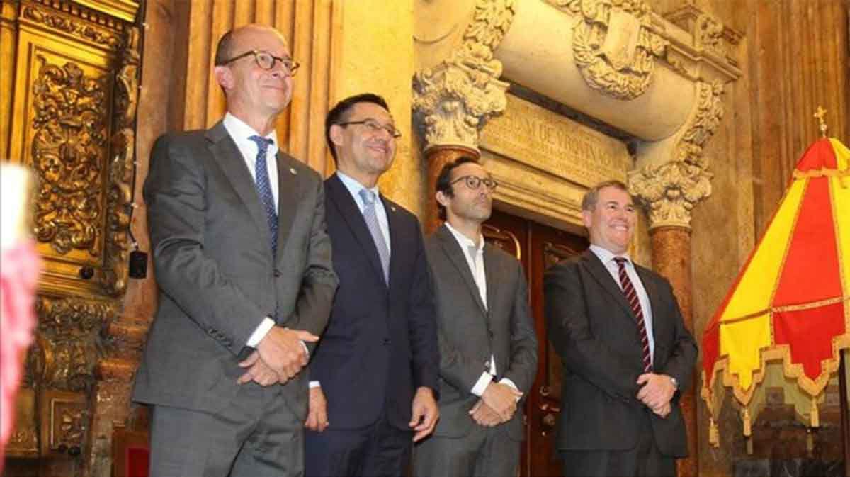 Dimiten seis directivos del Barça