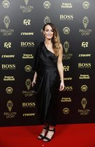 La futbollista Kosovare Asllani del club CD Tacon llega a la gala del Balon de Oro France Football 2019 en el Chatelet Theatre en Paris.