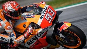 Márquez en acción sobre su Honda