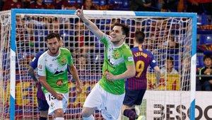 Mati Rosa celebrando un gol en el Palau
