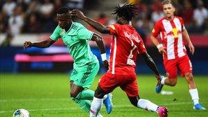 Mensah jugando este verano contra el Madrid