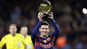 Messi, con el Balón de Oro 2015