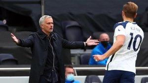 Mourinho hizo sus habituales aspavientos durante el partido