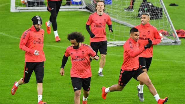 El Real Madrid entrane sin Varane antes de jugar contra el Ajax