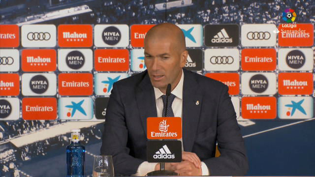 Zidane: Benzema es el mejor delanero del momento