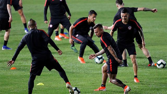 Alexis Sánchez y Arturo Vidal participaron en último entrenamiento de Chile