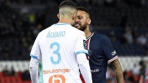 Álvaro y Neymar, en el partido de la primera vuelta
