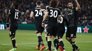 Diego Costa celebra el 0-2 con que el Chelsea sentenció su victoria