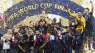Francia levantando la tan deseada Copa del Mundo.