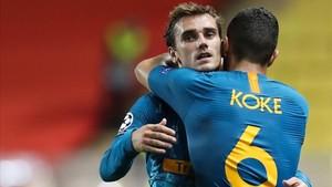 Griezmann y Koke celebran la victoria ante el Mónaco