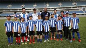 Javi López y Eloy han visitado las escuelas del Espanyol en China
