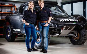 Jutta Kleinschmidt y su copiloto Tina Thörner