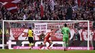 Lewandoski celebra un gol en el partido de Bundesliga entre Bayern y Borussia