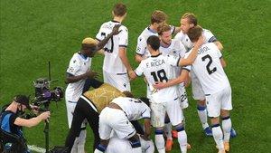 Los jugadores del Brujas celebran uno de los goles