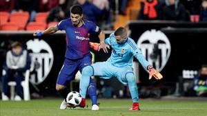 Luis Suárez no pudo entrar demasiado en juego en Mestalla