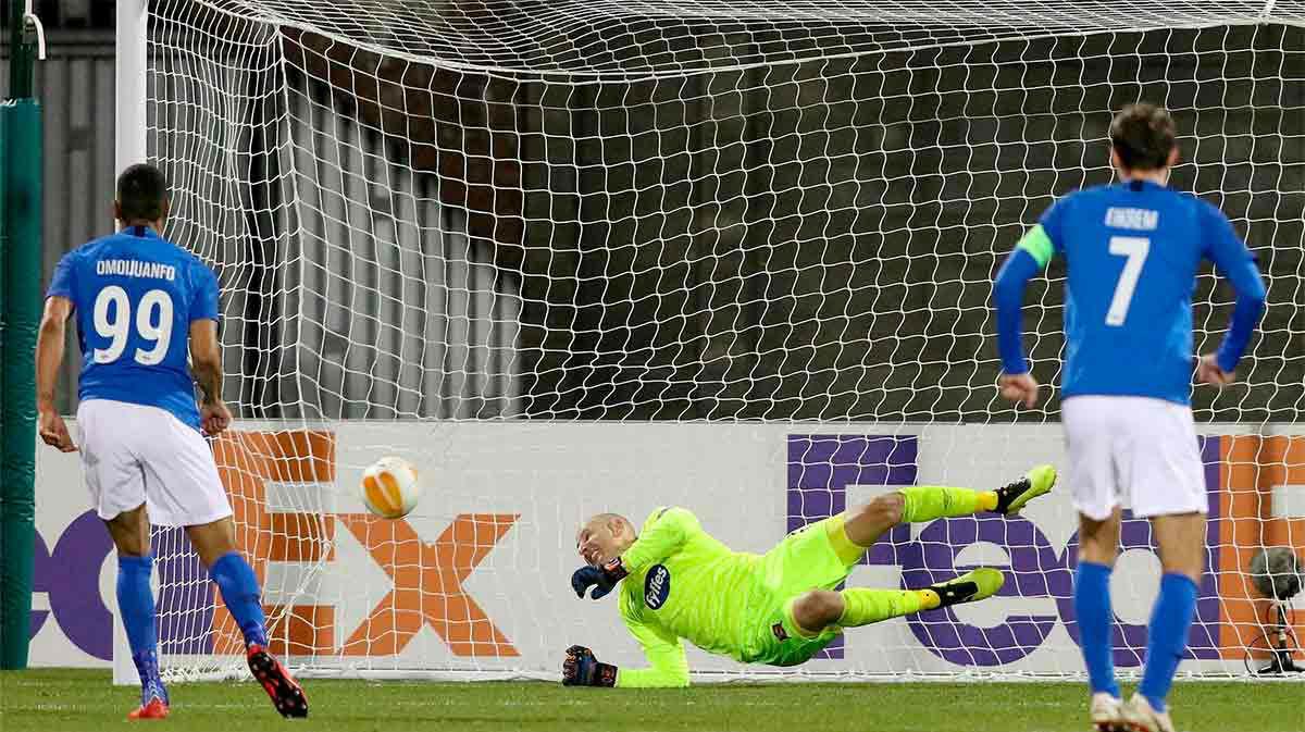 Ohi Omoijuanfo dio el triunfo al Molde frente al Rapid Viena