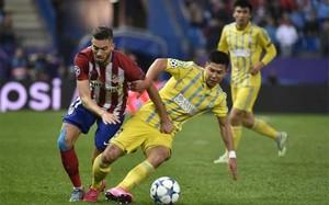 Yannick Carrasco fue una pesadilla para la defensa del Astana