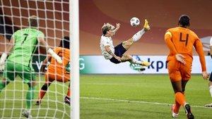 Zaniolo cayó lesionado en el partido frente a Holanda